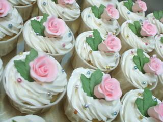 Marvelcakes_Gumpaste_flower_cupcakes