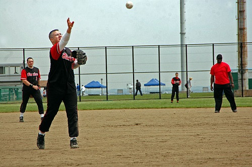 Difference Between Slow-Pitch and Fast-Pitch Softball
