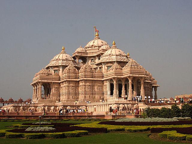 640px-New_Delhi_Temple