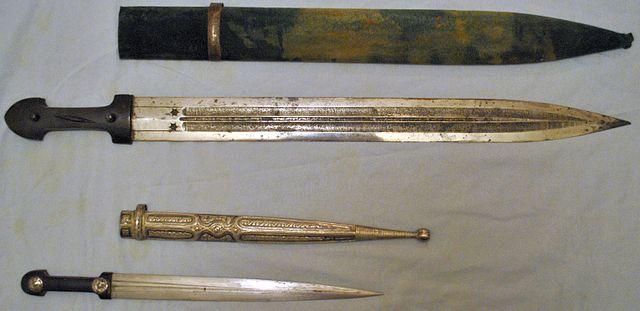 Quaddara_sword_and_kindjal_dagger