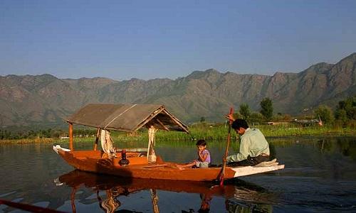 Kashmir_Dal_lake_boat