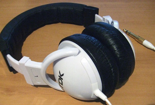difference-between-noise-cancelling-and-sound-isolating-headphones