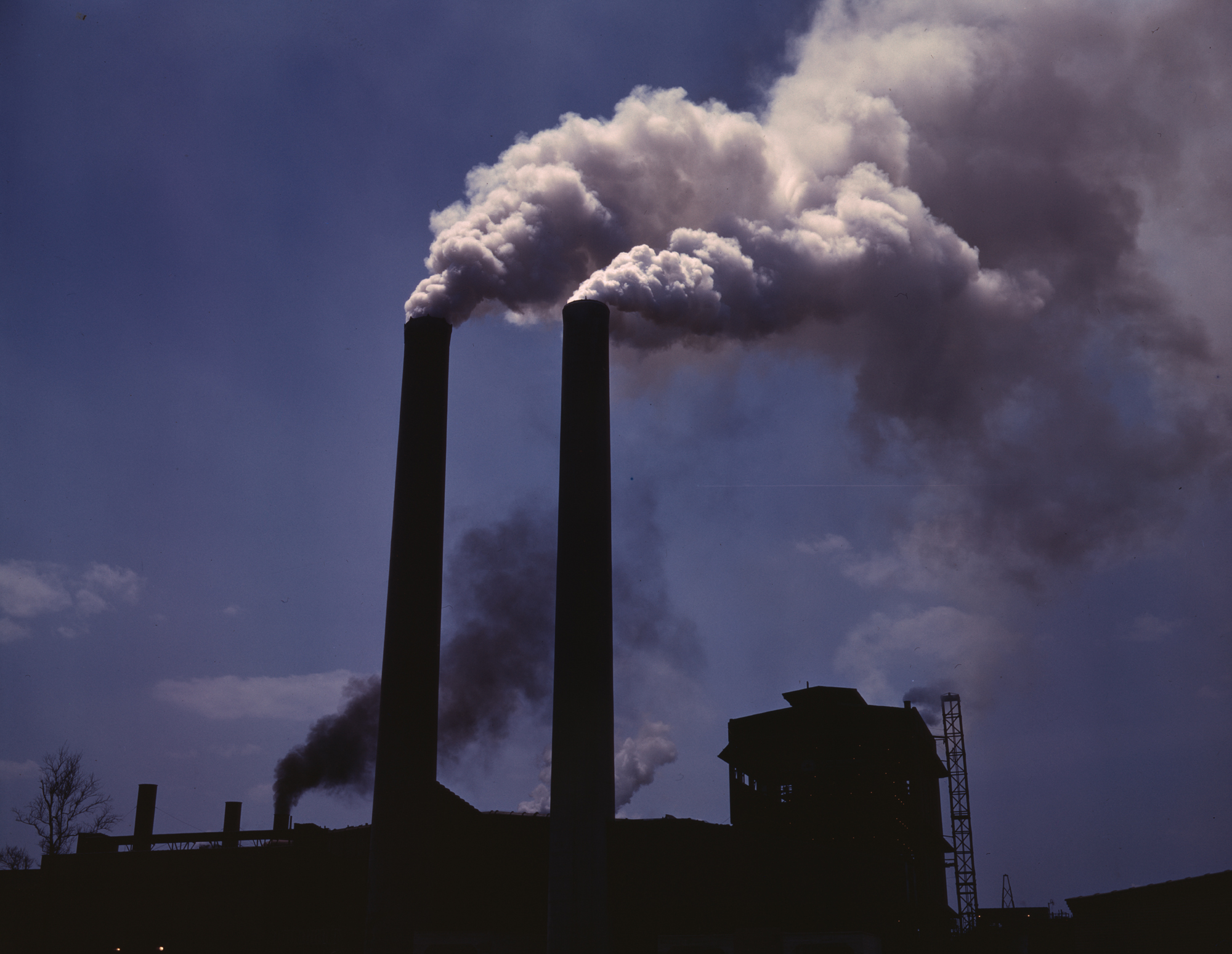 Difference Between Primary Pollutants and Secondary Pollutants