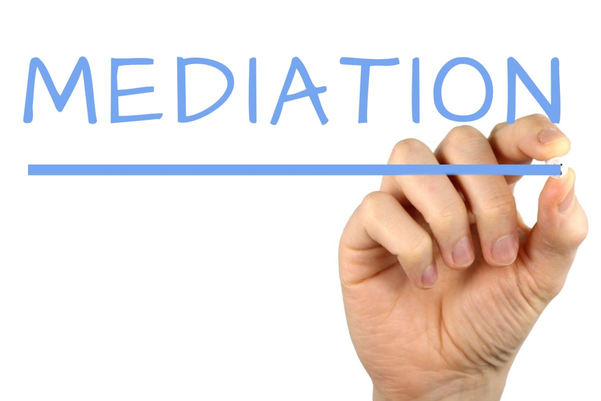 the main difference between mediation and Understand the arbitration process vs the litigation process, with points of differences and similarities.