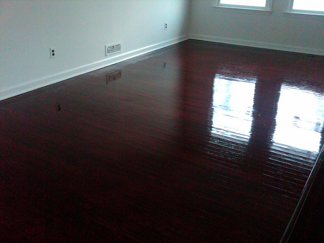 Difference Between Polyurethane and Varnish