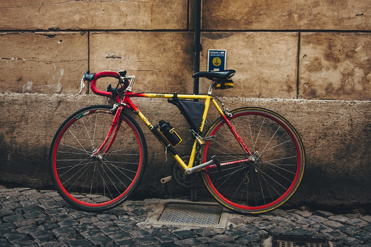 Difference Between Hybrid Bikes and Road Bikes