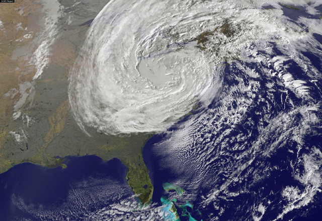 Difference Between Superstorm and Hurricane