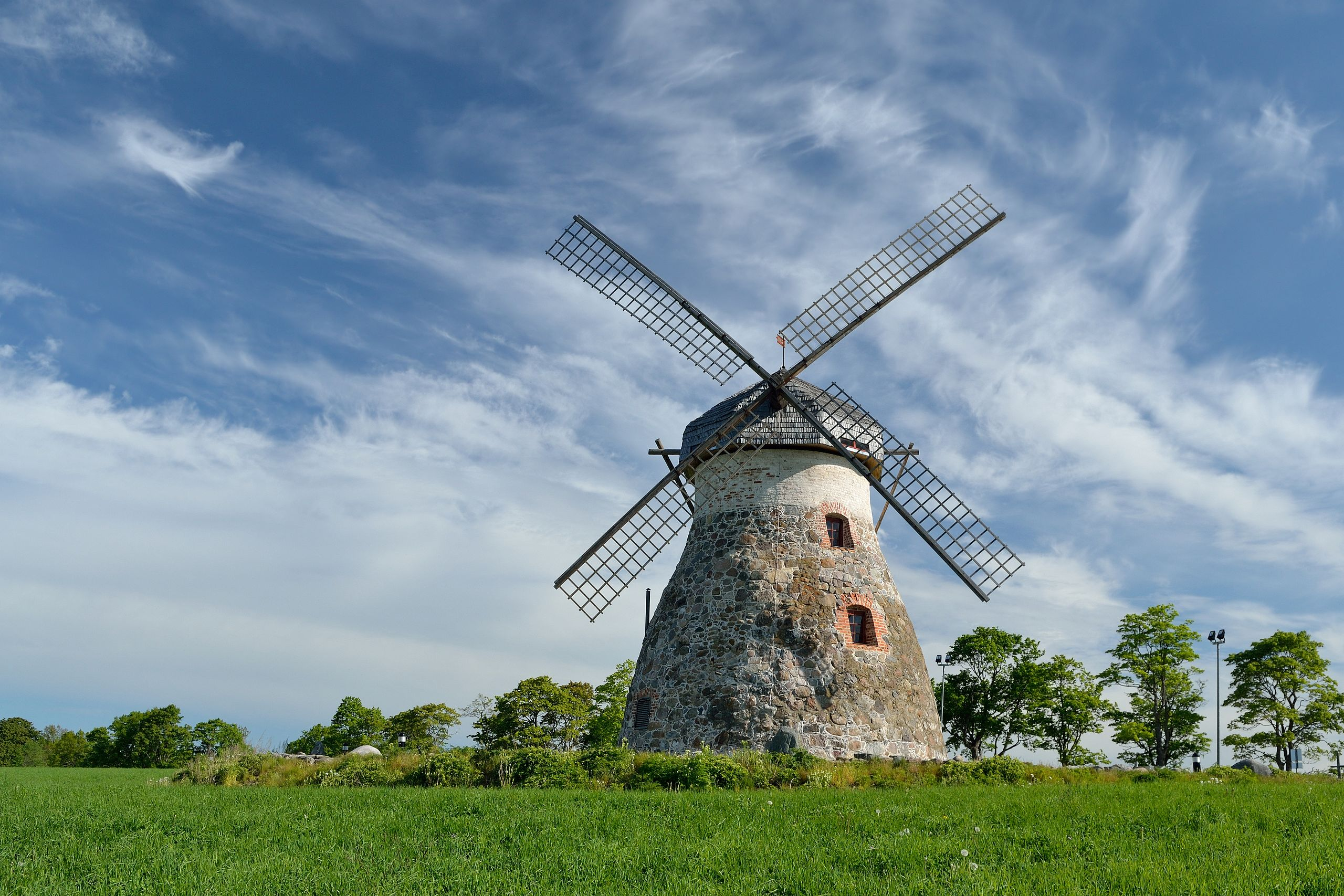 Difference between Windmill and Wind Turbine