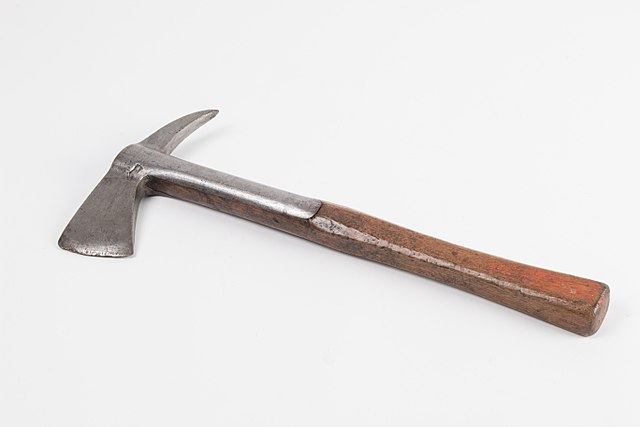 Difference Between Axe and Hatchet