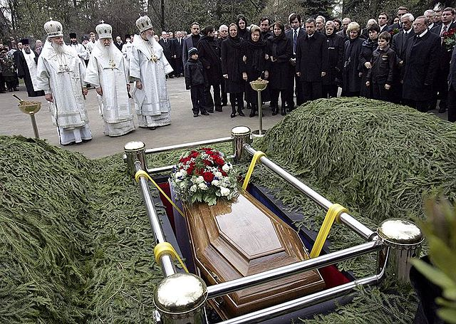 Difference Between Memorial and Funeral