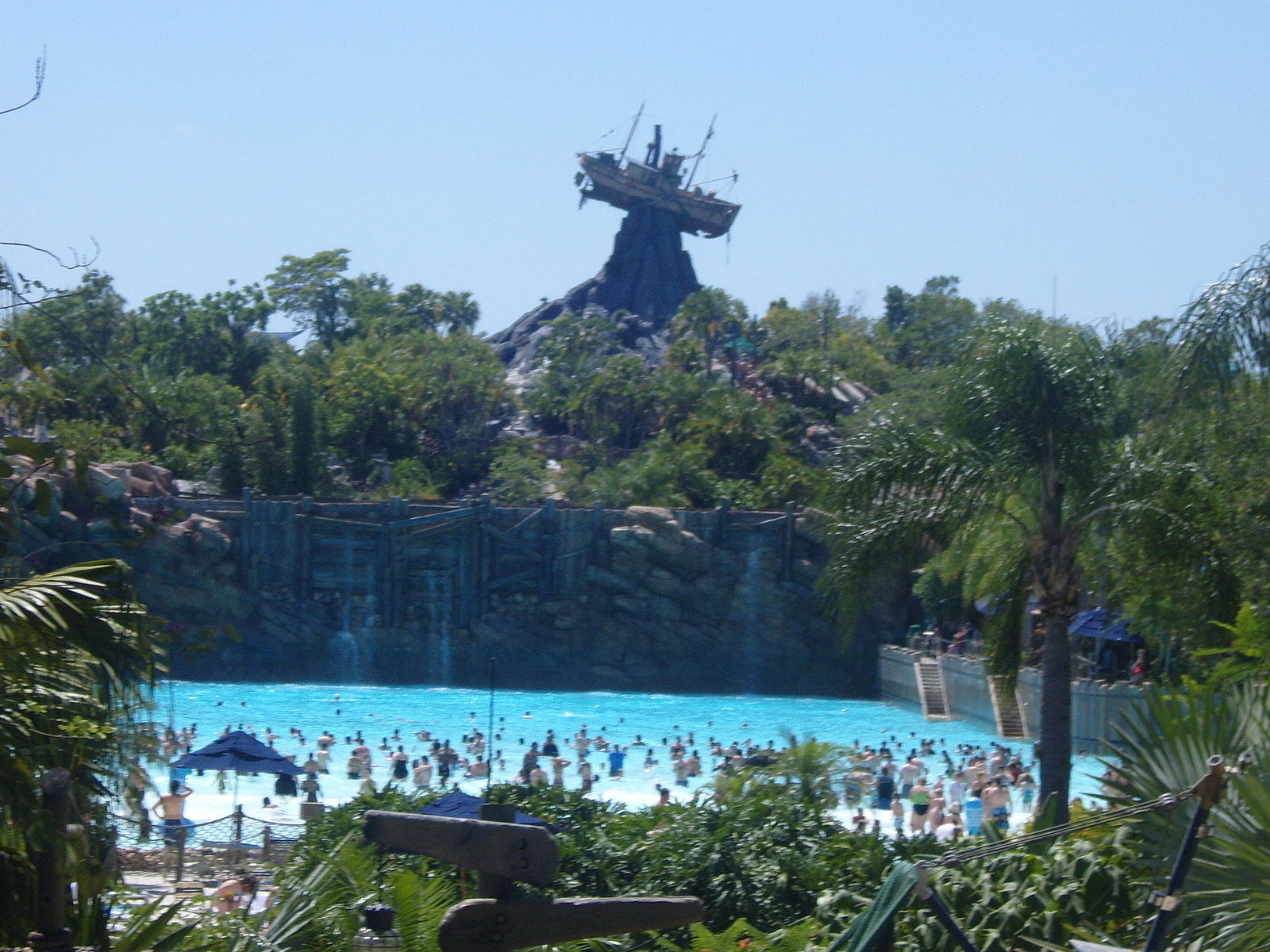 Difference Blizzard Beach and Typhoon Lagoon
