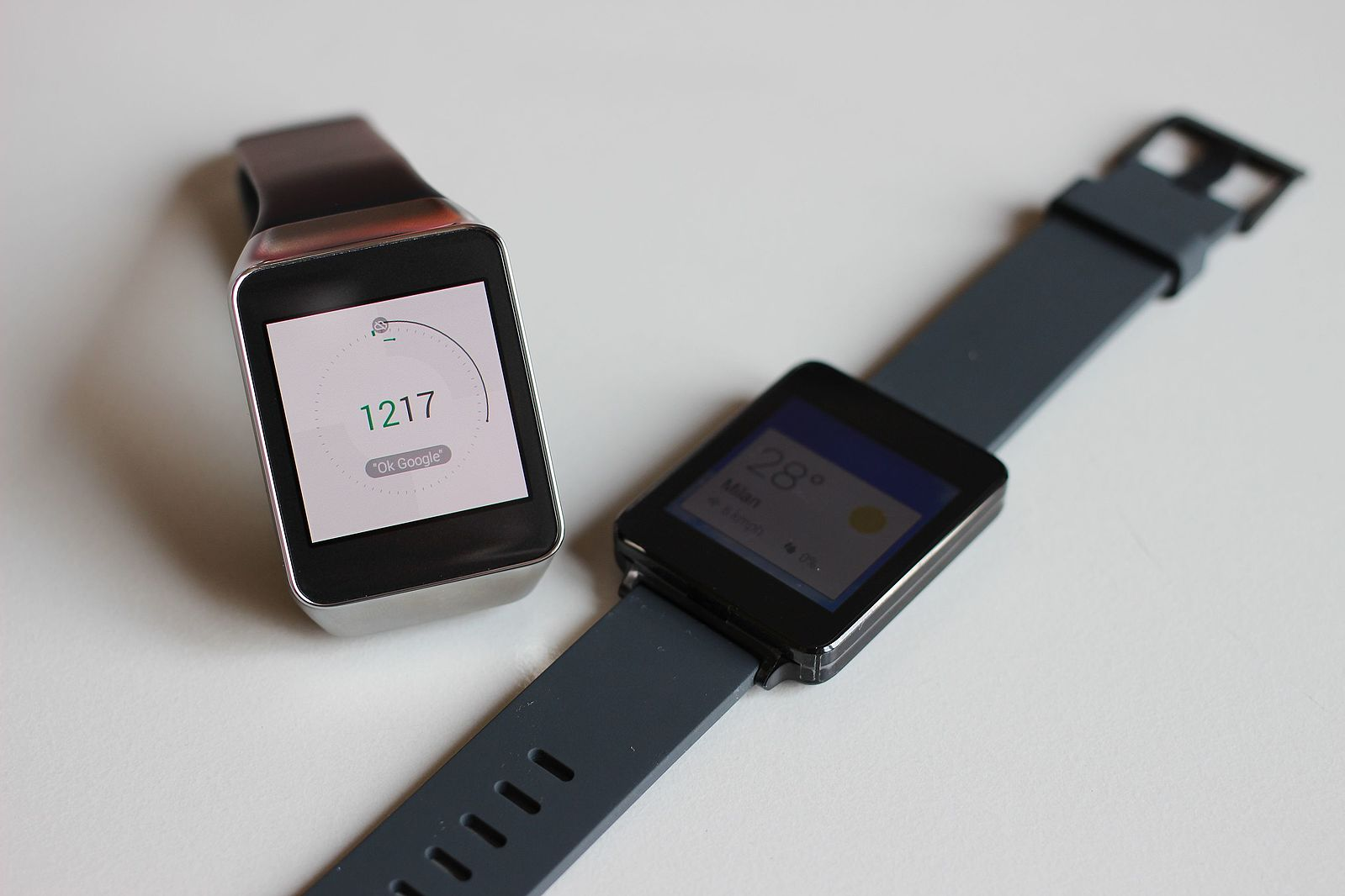 Difference Between Smartwatch and Fitness Tracker