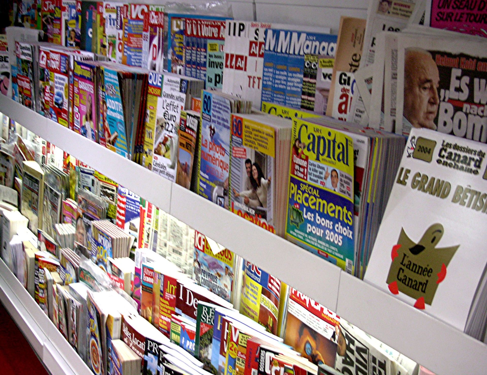 Difference between Newspaper and Magazine