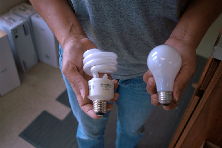 Difference Between Led Light Bulb and Regular Bulb