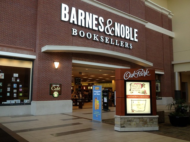 Difference Between Amazon and Barnes and Noble.