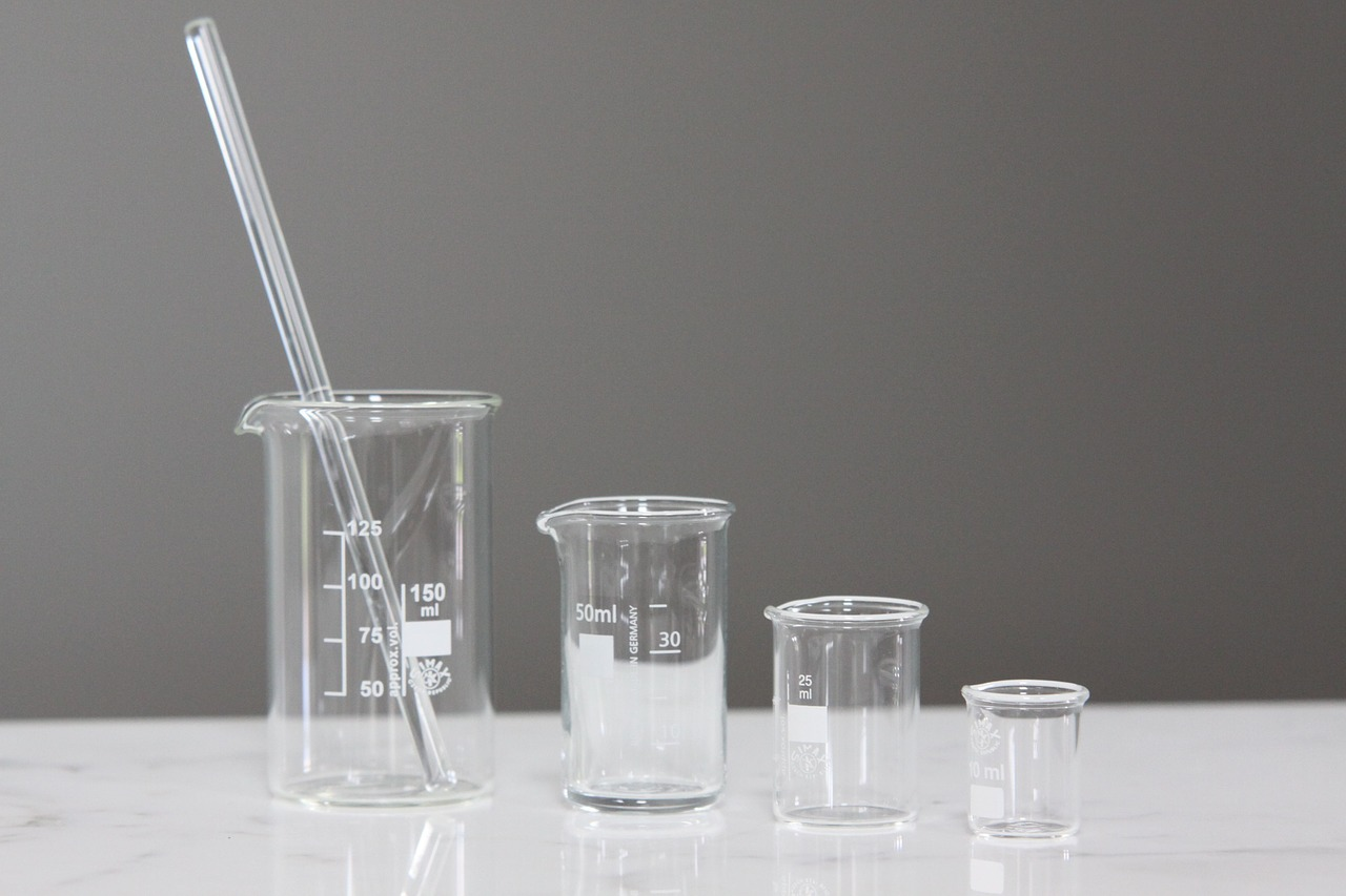 Difference Between Beaker and Graduated Cylinder
