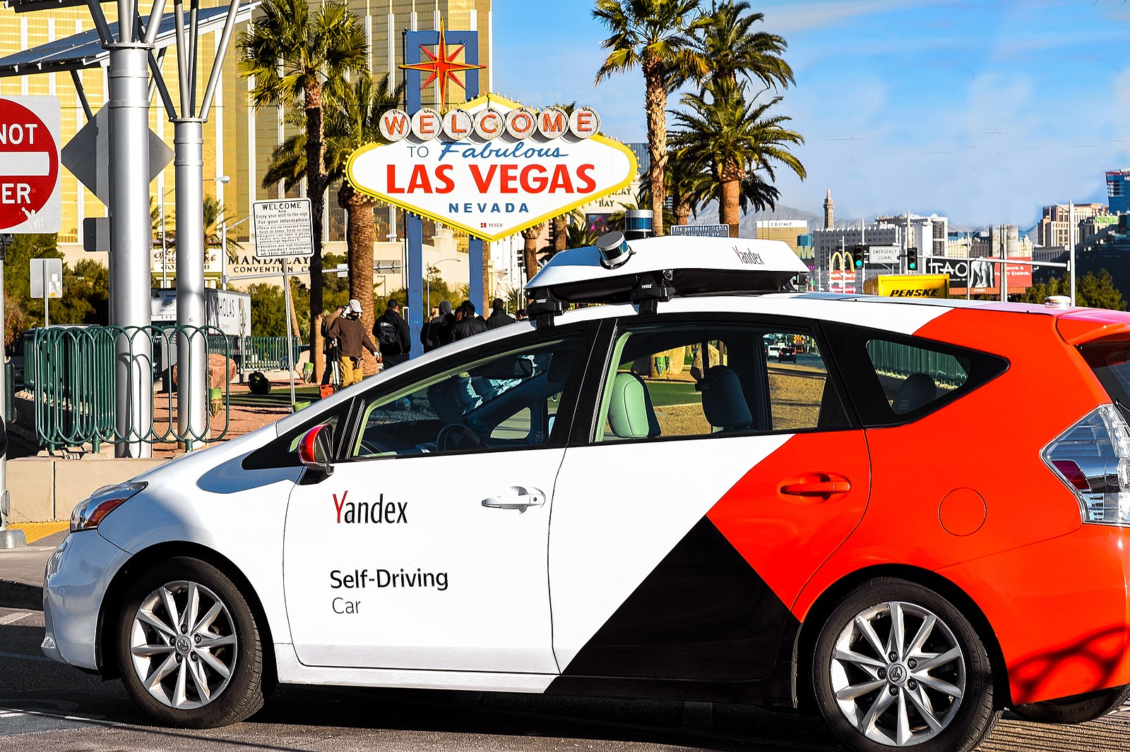 Difference between Self-Driving Cars and Regular Cars