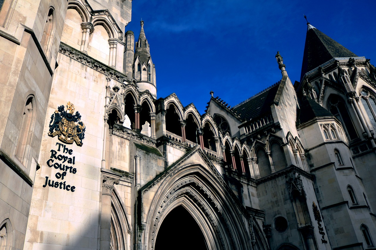 Difference Between Court of Law and Court of Justice