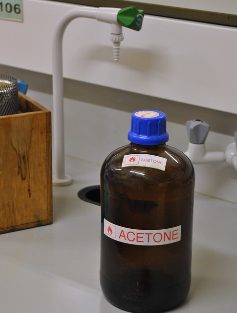 Difference Between Acetone and Chloroform.