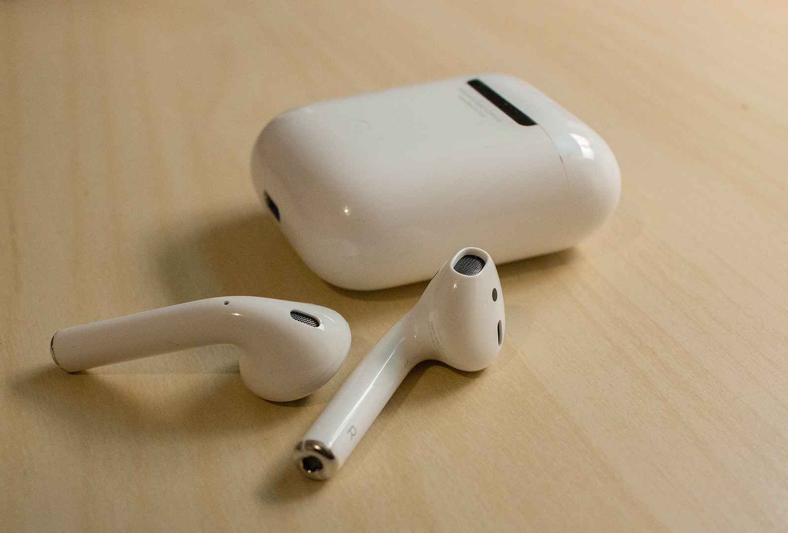 Difference Between AirPods 1 and AirPods 2