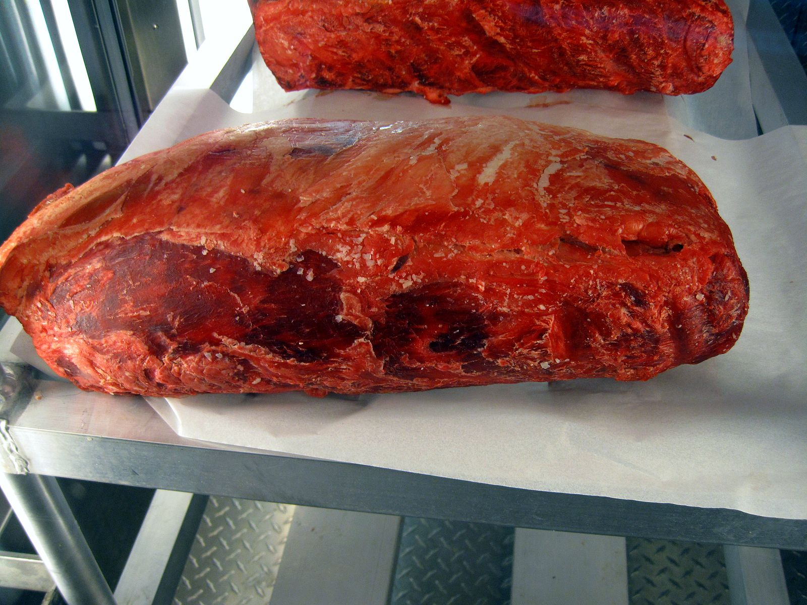 Difference Between Wet Aging and Dry Aging