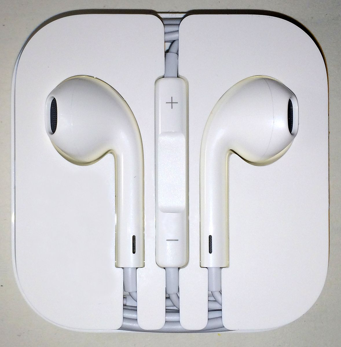 Difference Between EarPods and AirPods