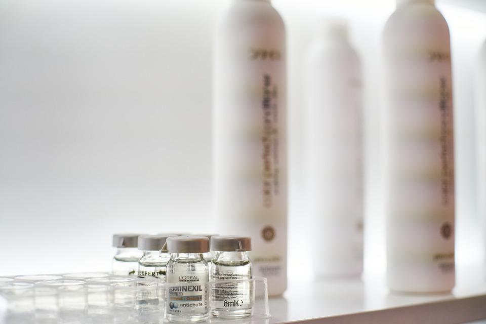 Difference Between Retinol Cream and Serum