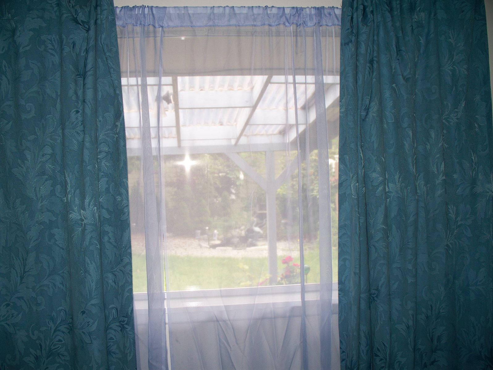 Difference Between Blackout Curtains and Sheer Curtains.