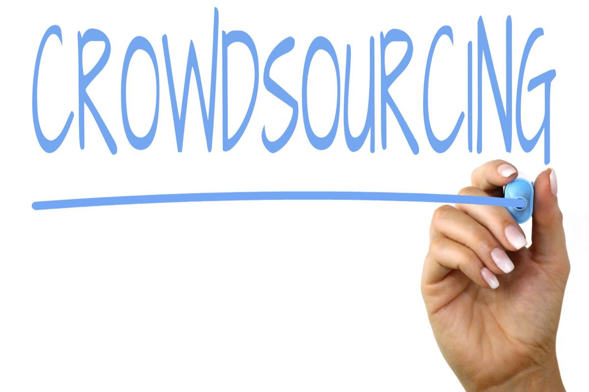 Difference Between Crowdsourcing and Outsourcing