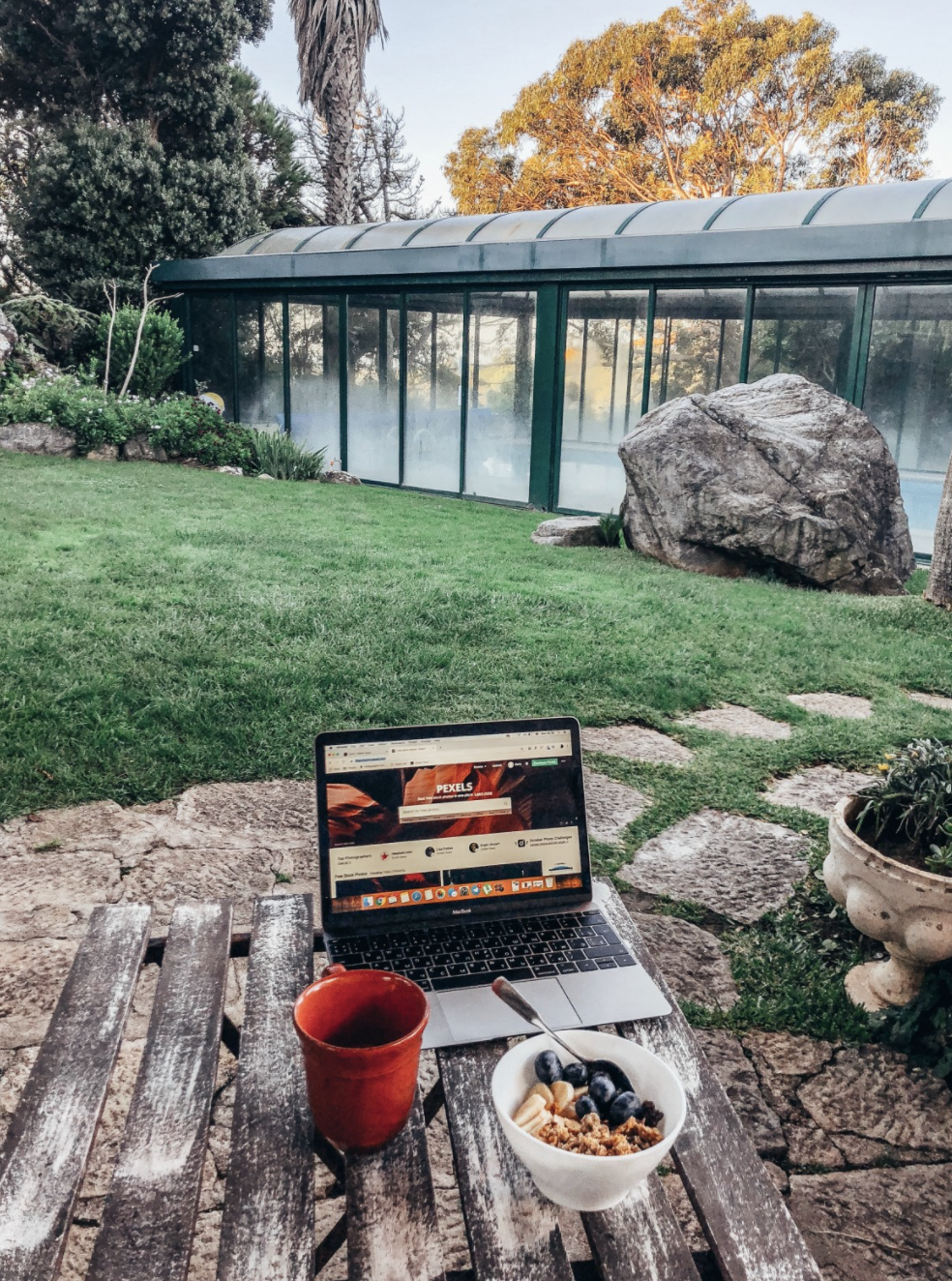 Difference Between Digital Nomad and Location Independent