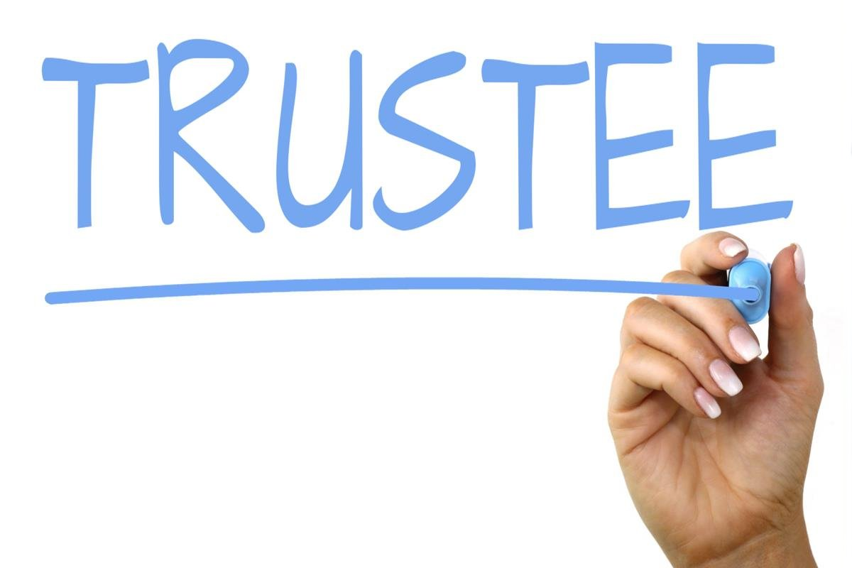 Difference Between Trustee and Beneficiary