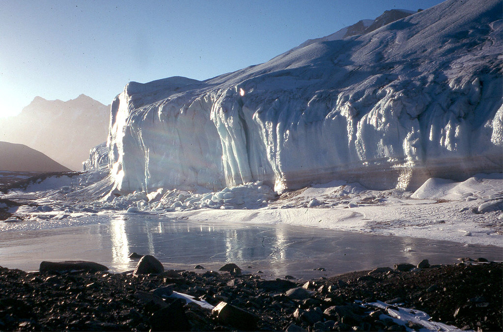 Difference Between Ice Caps and Glaciers