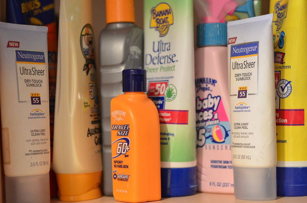 Difference Between Sunscreen and Tanning Lotion